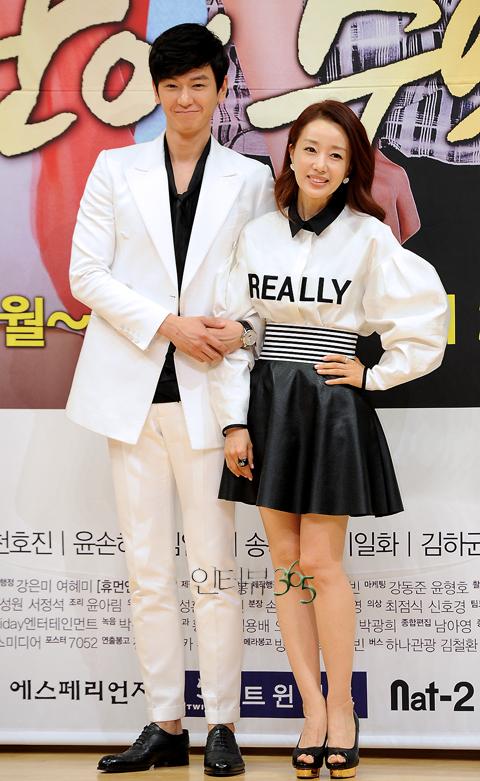 [포토] 임주환-윤손하, '키스신 촬영, 30번 넘게 찍어~'