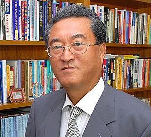 [인터뷰]자칭 '웃음종교 교주' 된 언론인 문일석