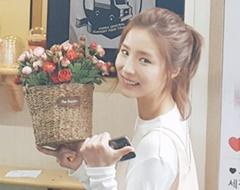 [포토] '하백의 신부' 꽃을 든 여자 신세경